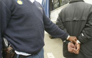 saps+police+arrest+generic+xgold+2012